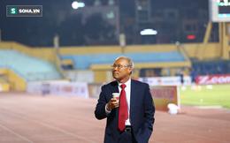 """Câu hỏi kỳ lạ của thầy Park và lời đáp """"vì nhân duyên"""" của mỹ nhân đứng sau U23 Việt Nam"""