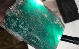 Chiêm ngưỡng khối ngọc lục bảo khổng lồ vừa được phát hiện ở Nga