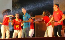 Công Phượng nhảy múa dưới trời mưa phùn nặng hạt ở Nghệ An