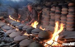 Ảnh: Dân làng Vũ Đại tất bật nhóm bếp kho cá phục vụ Tết