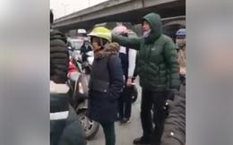 """Clip Lương Bổng """"Người phán xử"""" chảy máu đầu, xô xát với tài xế taxi xôn xao mạng xã hội"""