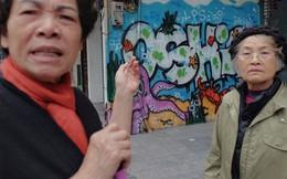 Chùm ảnh: Nhiều hộ dân phố cổ bức xúc khi chỉ sau một đêm, cửa nhà mình bị bôi bẩn bởi hình vẽ xấu xí