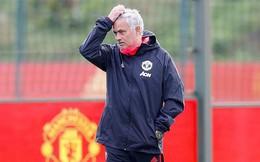 """Mourinho bơ phờ, Pogba tươi tắn, Sanchez tính chuyện """"tát nước theo mưa"""""""