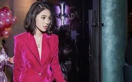 """""""Hoa hậu con nhà giàu"""" Jolie Nguyễn diện vest xẻ sâu quyến rũ"""