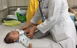 Dấu hiệu cảnh báo trẻ bị tay chân miệng nặng phải vào viện