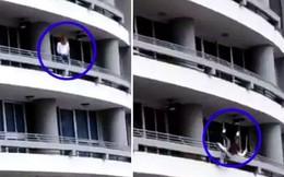 Sốc: Mải chụp ảnh tự sướng, người phụ nữ bị gió thổi trượt chân ngã từ tầng 27 xuống tử vong