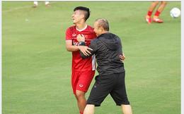 Tiến Dũng nói lời tình cảm với thầy Park khiến Văn Toàn phải gọi tên Đình Trọng để chia buồn