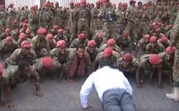 Video: Binh sỹ biểu tình đòi tăng lương, Thủ tướng Ethiopia xoa dịu bằng cách có một không hai