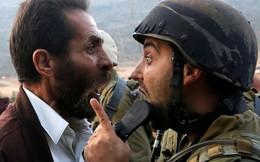 24h qua ảnh: Người biểu tình Palestine cãi nhau tay đôi với binh sĩ Israel
