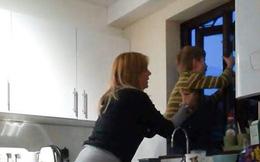Sống trong căn nhà nấm mốc, bà mẹ ngã ngửa khi biết đó là nguyên nhân khiến con trai mình phát điên vì ảo giác