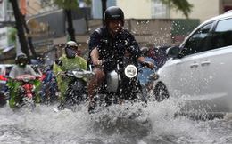 Khu nhà giàu ở Sài Gòn ngập sau mưa lớn, quận 9 xuất hiện mưa đá