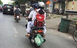 Túi nilon đựng biển số xe máy, hình ảnh khiến nhiều người bật cười sáng nay