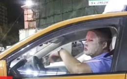 Đắp mặt nạ dưỡng da khi đang lái xe, tài xế bị đình chỉ việc