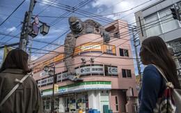 24h qua ảnh: Tượng King Kong khổng lồ trên một tòa nhà ở Nhật Bản