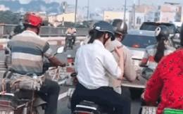 Nữ sinh bình tĩnh nhất năm: Ngồi sau xe bố đánh chén bữa sáng có đầy đủ bát đũa như ở tiệm!