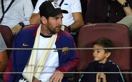 Cùng bố đi xem Barcelona, nhưng con trai Messi lại vẽ logo đội bóng của Ronaldo