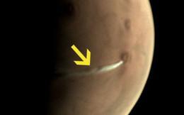 Ngay lúc này có một đám khói trắng đang lơ lửng trên bề mặt sao Hỏa và đây là sự thật đằng sau nó