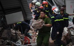 Hiện trường đổ nát vụ sập tường nhà gần Hồ Gươm chiều nay