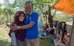 Lục tung nhà xác và bệnh viện 2 ngày, người đàn ông mừng rơi nước mắt khi gặp lại vợ sau động đất ở Indonesia