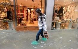 """Italy: Mưa lụt bất thường, Venice """"chìm"""" trong biển nước"""