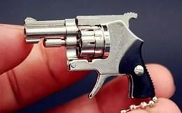 Bị bắt vì bán súng dài 4 centimet nổ đạn thật để làm móc chìa khóa