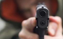 Hai thanh niên nghi dùng súng khống chế đôi nam nữ cướp xe SH ở Sài Gòn