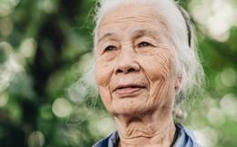 """Cụ bà được mệnh danh """"nữ hùng vá săm"""" vỉa hè Hà Nội: Nghỉ hưu sau 21 năm vá xe, bỏ rượu bia để sống khoẻ mạnh"""