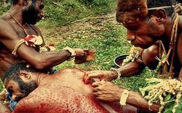 """Nghi lễ đáng sợ của bộ lạc Chambi: Tự """"xẻ thịt"""" biến mình thành cá sấu"""