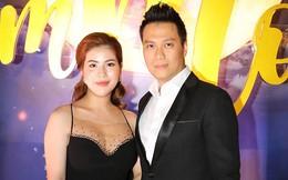 """Hành động bất ngờ của Việt Anh và vợ sau khi để trạng thái """"độc thân"""", nghi xảy ra mâu thuẫn"""
