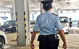 """Đội mũ ngược, cảnh sát Hồng Kông """"gặp họa"""""""