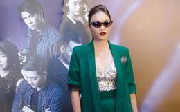 Ái Phương, Thanh Tú gây chú ý khi ăn vận sexy đi xem phim