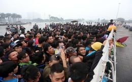 Chỉ 1/4 số vé xem ĐT Việt Nam được bán trực tiếp, fan chen chúc nghẹt thở tại sân Mỹ Đình