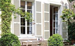 Ngôi nhà nhỏ bên khu vườn xanh mát đẹp lãng mạn giữa trung tâm thành phố của người đàn ông độc thân