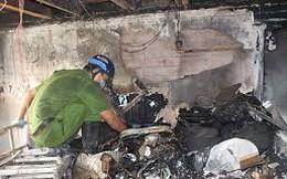 Người đàn ông đi xe đạp điện dùng xăng đốt nhà 2 vợ chồng lúc nửa đêm