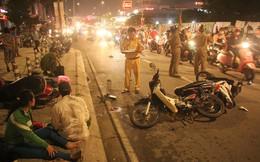 Ô tô tông hàng loạt xe máy ở Sài Gòn, 1 người chết, 4 người nằm la liệt kêu cứu