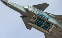 """Chiến cơ tàng hình Trung Quốc """"khoe"""" tên lửa nhưng """"giấu nhẹm"""" động cơ"""