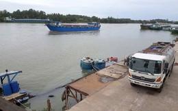 Đang trục vớt hàng chục tấn hóa chất a-xít Clohydric chìm trên sông Đồng Nai