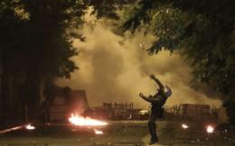 24h qua ảnh: Cảnh sát ném lựu đạn hơi cay vào sinh viên biểu tình