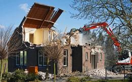 Chuẩn bị phá dỡ ngôi nhà, nhóm công nhân bỗng phát hiện 1 kho báu không ngờ