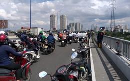 Người đàn ông bỏ lại xe máy Dylan trên cầu Sài Gòn gieo mình xuống sông mất tích