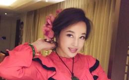 """Khoe nhan sắc trẻ trung ở tuổi 63, Lưu Hiểu Khánh bị mỉa mai """"cưa sừng làm nghé"""""""