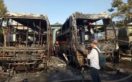 Hai xe khách cùng bị thiêu rụi ở bến xe Đà Nẵng