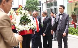 Đám hỏi Á hậu Thanh Tú: Lộ diện chú rể hơn 16 tuổi, ngồi Rolls-Royce đỏ dẫn đầu đoàn bê lễ