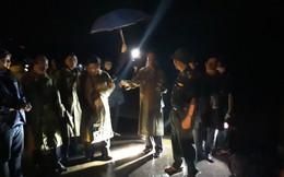 Lãnh đạo TP HCM dầm mưa tổng kiểm tra bến tàu, thuyền neo đậu trước bão số 9