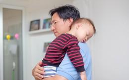 Thay vì ôm đồm, có 3 việc khi chăm con mẹ nên để bố làm sẽ có ích cho trẻ hơn nhiều