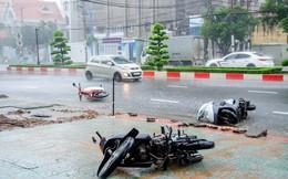 Những hình ảnh tàn phá của bão số 9: Xe máy nằm ngổn ngang, đường ray treo lơ lửng