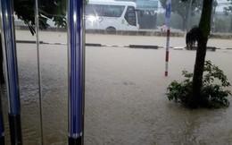 Bão số 9 đổ bộ: Khánh Hòa khắp nơi sạt lở, tắc đường, ngập cục bộ
