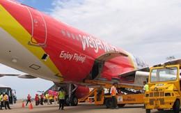 Định hành hung nhân viên hàng không, một hành khách bị khống chế