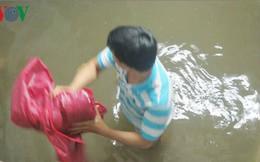 Sau bão 2 ngày, một số khu dân cư ở TP HCM vẫn ngập sâu