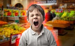 """Nghịch ngợm quá mức nên bị ghét, bé trai sợ tái mặt khi bị nói: """"Mẹ cháu chết rồi"""""""